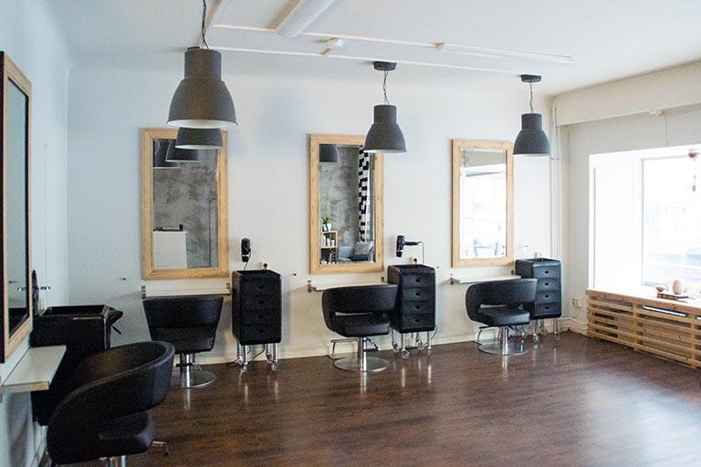 Hiusmuotoilua hyvällä fiiliksellä Lahdessa